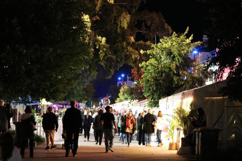 rockhampton river festival markets